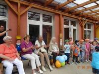 Bild:SBV-PB Mitglieder und Kinder singen gemeinsam ein Lied