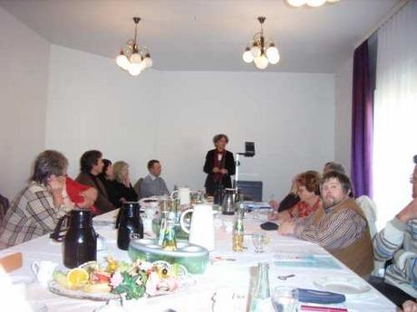 Bild: SBV/PB Frau Marika Steiger bei ihrem Vortrag zur vollwertigen Ernährung