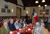 Bild:SBV/DL Der Weihnachtsmann war auch in den Saal 'Zur Linde' gekommen