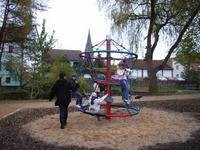 Burg Stargard - Barrierefreier Park am Wohn- und Vereinshaus am Walkmüllerweg Foto: P. Braun 08-05-10